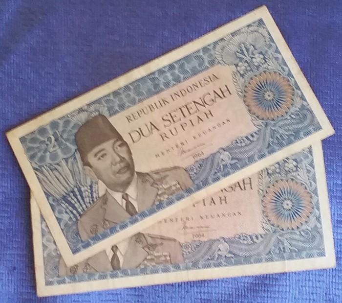 harga Uang kuno kertas soekarno Rp2 setengah tahun 1964 Tokopedia.com