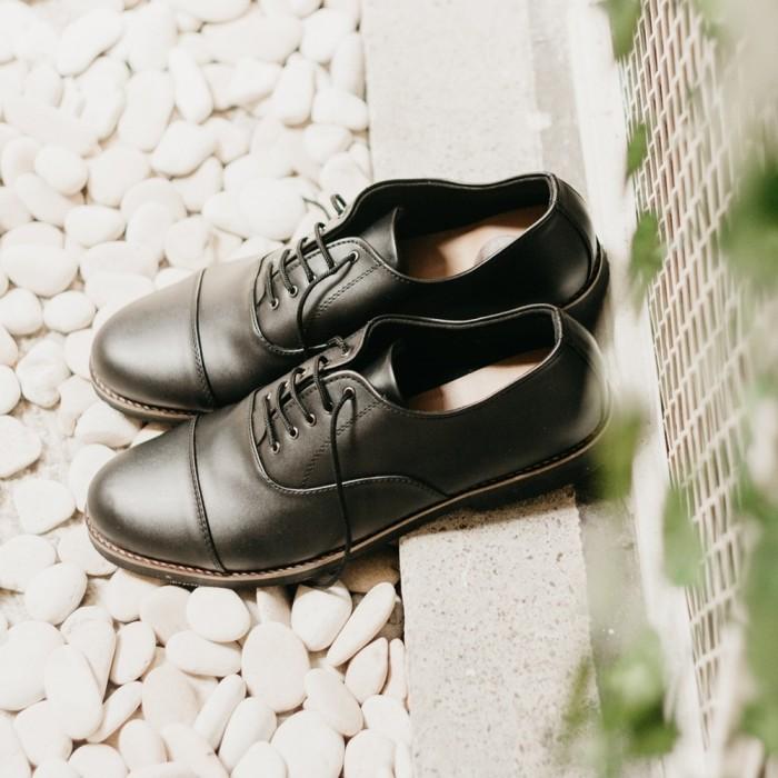 harga Sepatu kulit pria - sepatu formal - pantopel - harrison black Tokopedia.com