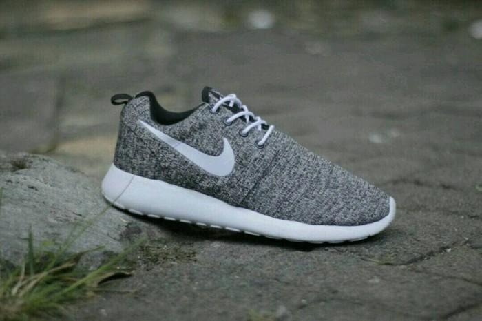 harga Sepatu running nike rosherun / cowok pria / roshe run / v olahraga Tokopedia.com