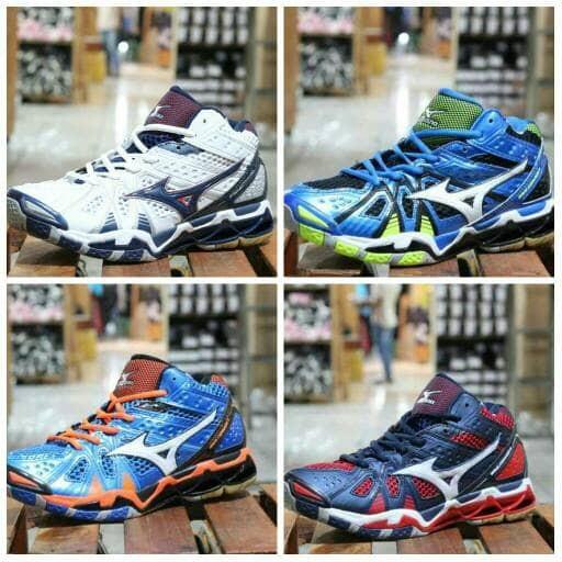 harga Sepatu pria sport sneakers mizuno tornado 9 mid original premium bnib  Tokopedia.com 9918b60928