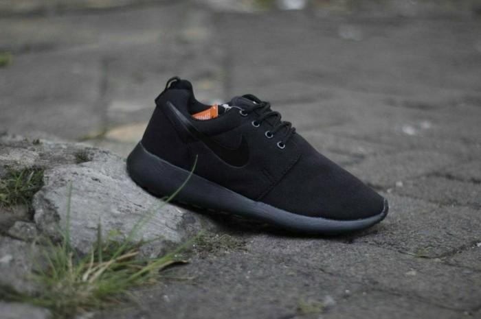 harga Sepatu running nike rosherun / cowok pria / roshe run / lari olahraga Tokopedia.com