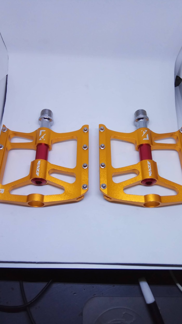 harga Pedal  sepeda flat tapak lebar bearing raze 60 gold Tokopedia.com