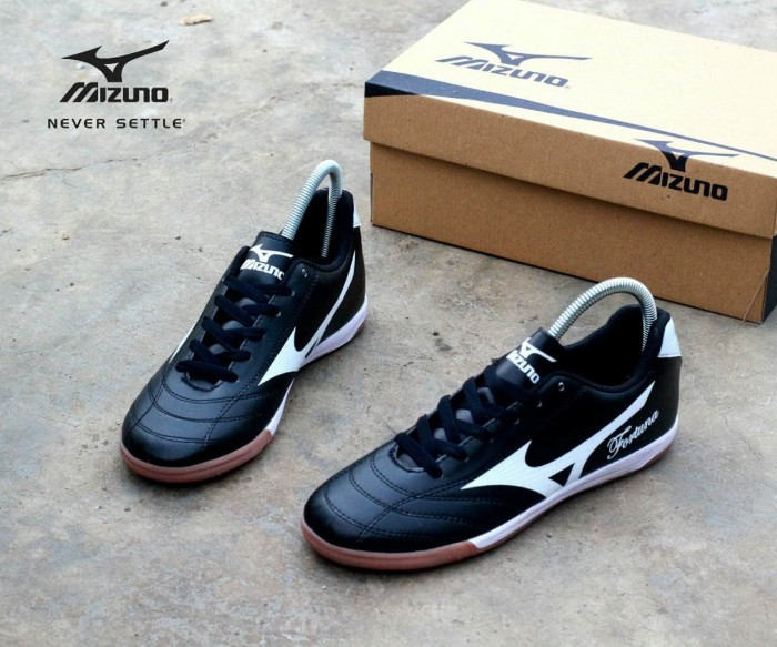 harga Sepatu futsal mizuno fortuna hitam putih original premium size.38-44 Tokopedia.com