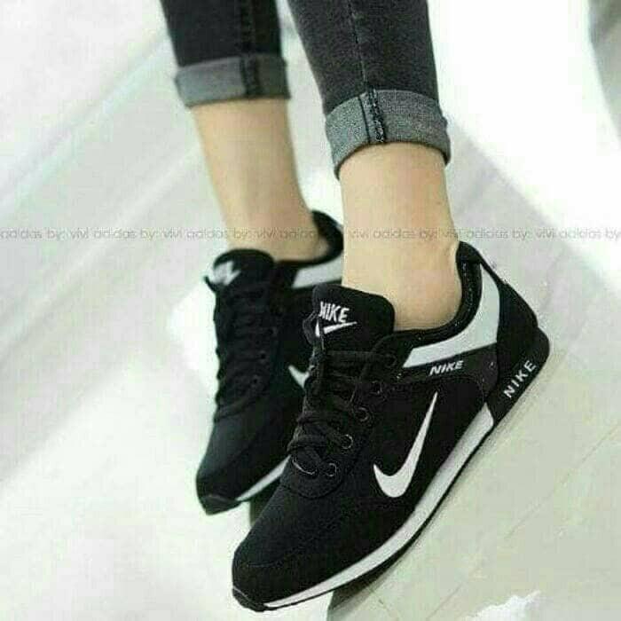 40f12e6db ... harga Sepatu olah raga wanita kets nike warna hitam sekolah running  senam Tokopedia.com