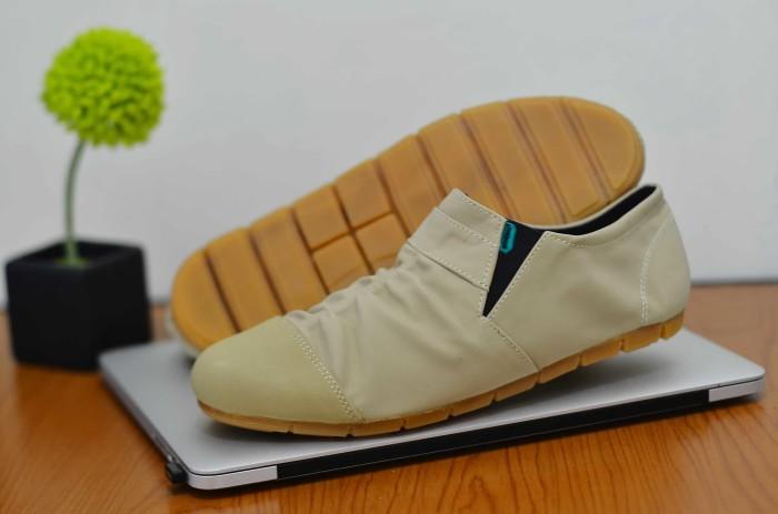 harga Sepatu casual boot pria kickers semi kulit water guard Tokopedia.com
