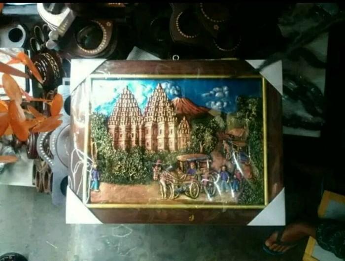 harga Lukisan timbul 3d relief andong kereta kuda background candi prambanan Tokopedia.com