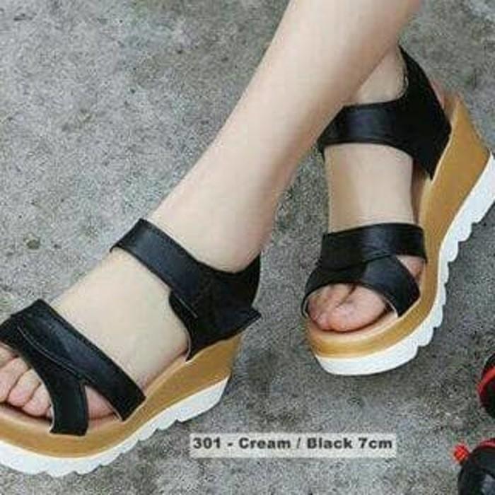 Grosir Sepatu Sandal Wanita Murah Ecer Wedges Docmart TP Hitam