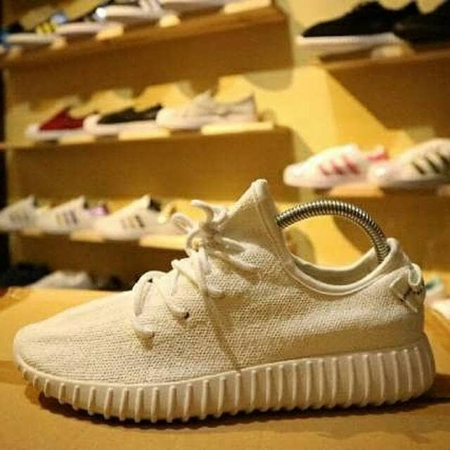 1b3c3a9e1 Jual Sepatu Casual Pria Yeezy Yezzy V2 Zebra White Solid Original ...