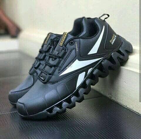 ... harga Sepatu casual pria sneakers reebok zigwild hitam putih import  vietnam Tokopedia.com 480b940268