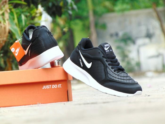 harga Sepatu sport nike airmax running men / hitam putih / gym lari santai Tokopedia.com
