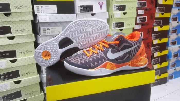 best service 4ff04 d4cfd Sepatu Basket Nike Kobe 8 BHM Black History Month Orange Black Hitam