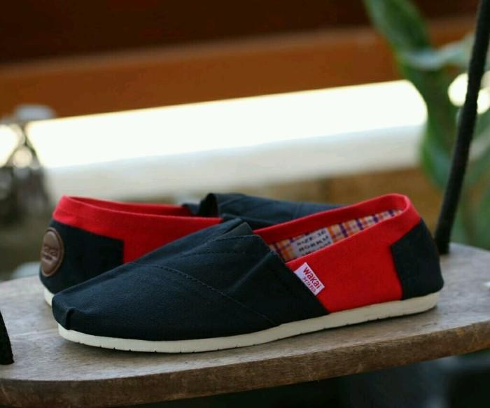 harga Sepatu casual pria walai for men original premium 2 warna 39-44 import Tokopedia.com
