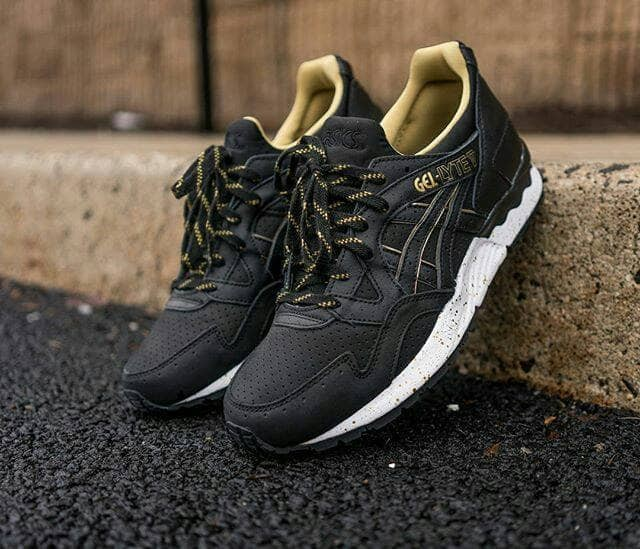 new arrivals e43db 670fd Jual Sepatu Asics Gel Lyte V - Black Gold - Hitam, 43 - DKI Jakarta -  TRSHOESTORE | Tokopedia