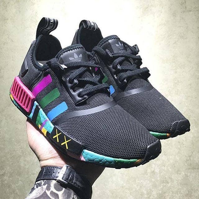 dfc8114afbce6 Jual JUAL ADIDAS NMD R1 X KAWS - DKI Jakarta -  sneakersku