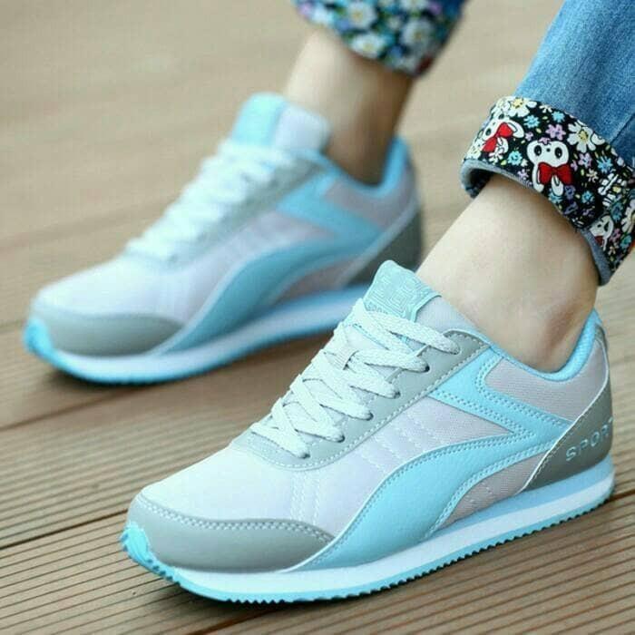 Sepatu Kanvas Wanita Warna Putih Permukaan Kulit Sol Tebal Santai Source · Pergelangan  Rendah Trendi Versi Korea 7612 model Source harga Sepatu f51e28047b