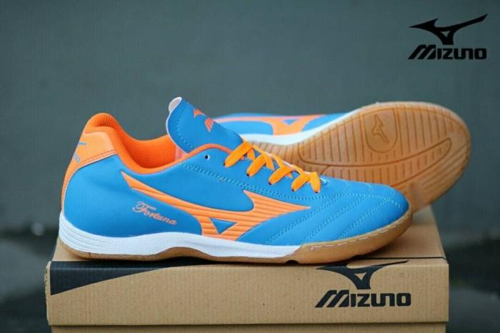 ... harga Sepatu kets olahraga pria cowok murah mizuno futsal biru orange  Tokopedia.com 02373e941a