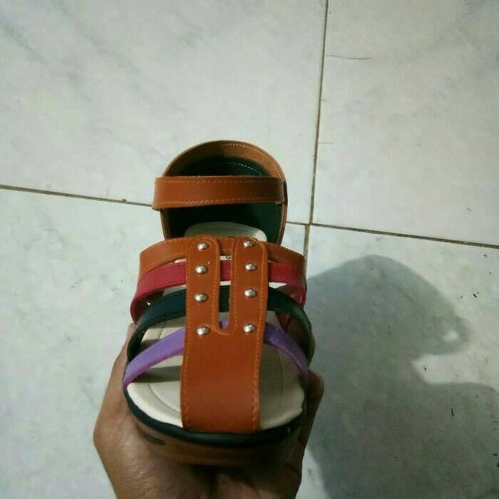 Sendal Sepatu Wanita Wedges Kickers Coklat Terlaris - Daftar Harga ... 0020f0b2f8