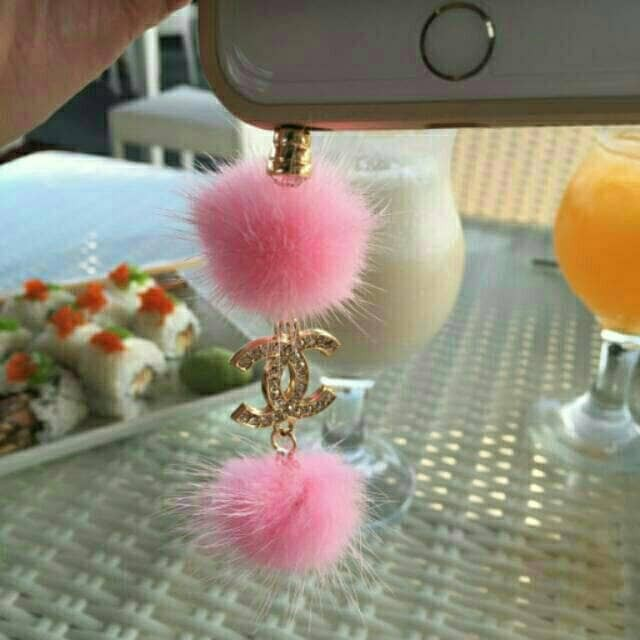 harga Chanel with fur ball pluggy / dustplug / gantungan hp / iring Tokopedia.com