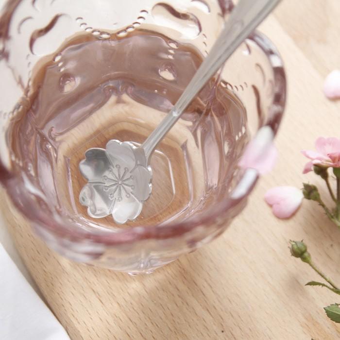 Foto Produk Sendok Minum Logam Motif Bunga Murah dari Perkakas Anda