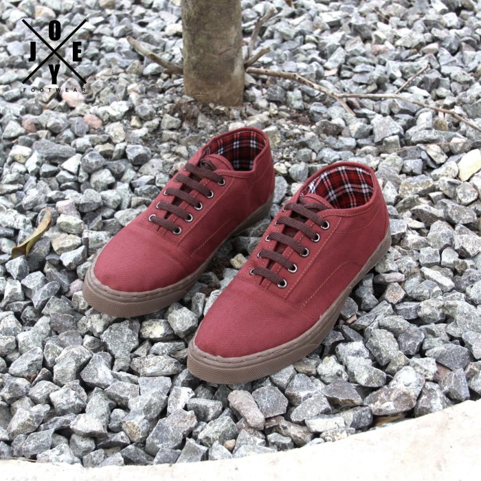harga Sepatu sneaker pria joey strong maroon Tokopedia.com