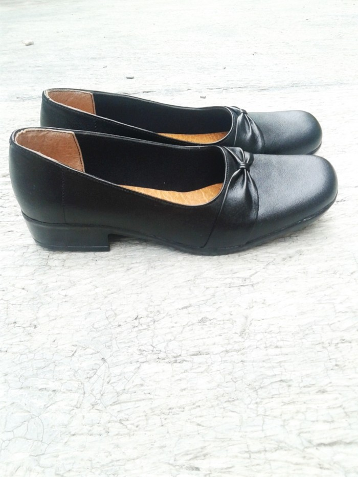 harga Sepatu wanita /sepatu pantofel / flat shoeskerja kulit asli bt26 ht Tokopedia.com
