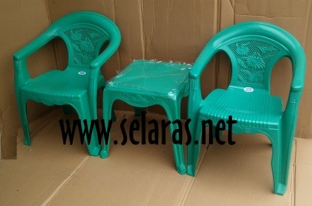 harga 2 kursi teras plastik 552 dan 1 meja 4343 set napolly hijau Tokopedia.com