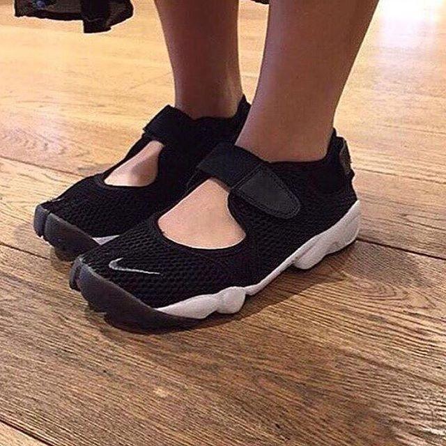 db74bb4717dc harga Nike air rift black white premium original   sepatu nike   sepatu gym  Tokopedia.
