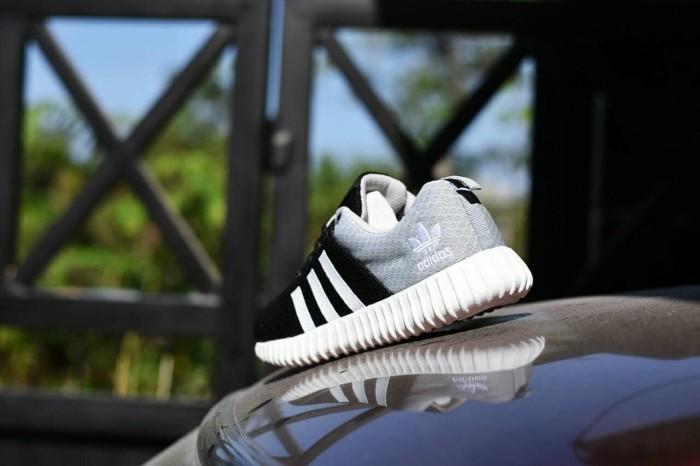 sepatu sneakers wanita Adidas Yeezy Boost Women Hitam Abu Abu YZ 06