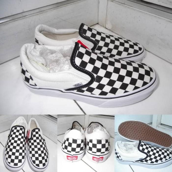 harga Sepatu skate vans slip on classics canvas checkerboard black white  Tokopedia.com 8ad89caa42