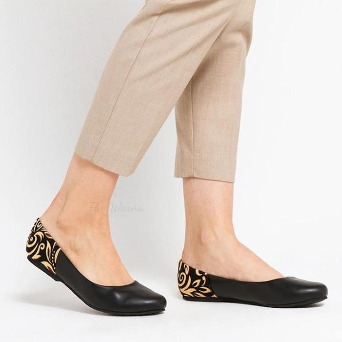 harga Sepatu wanita / flat shoes etnik batik tenun - black basic Tokopedia.com