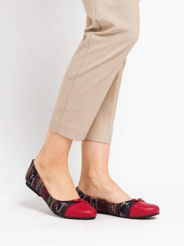harga Sepatu wanita / flat shoes etnik batik tenun - ariani Tokopedia.com