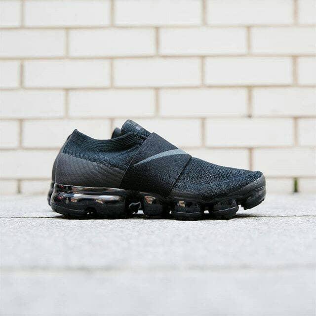 ddd7be5a64 Jual Sepatu Nike Air Vapormax Flyknit Moc - Triple Black - Hitam, 39 ...