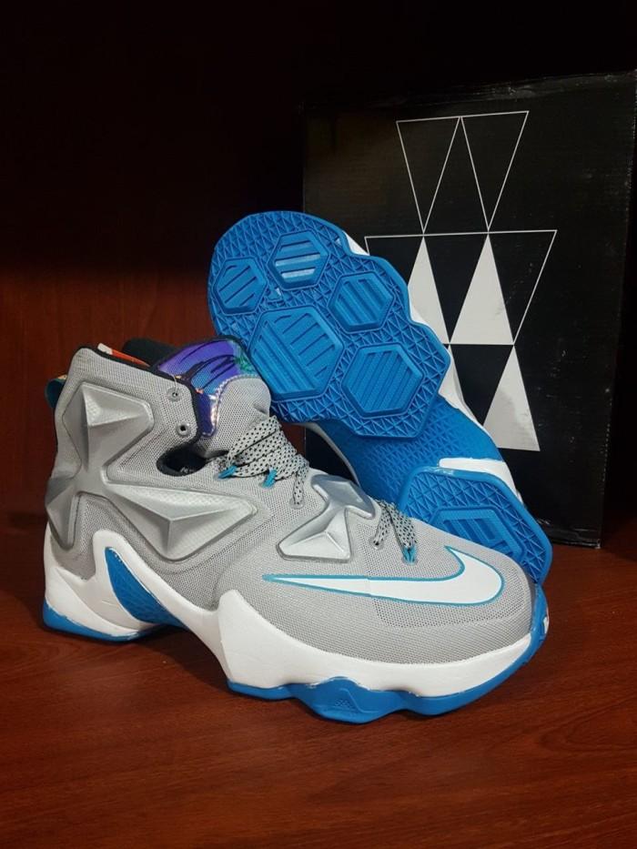 huge selection of f46ee 4bc83 Sepatu basket Nike lebron James 13 XIII Premium
