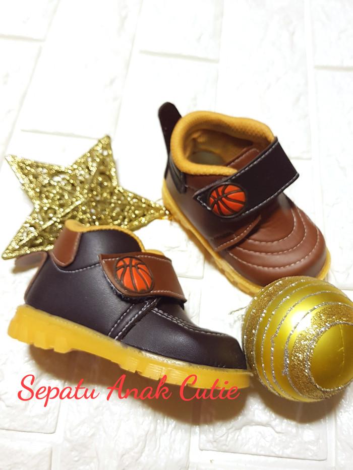 harga Sepatu boots bayi balita anak bunyi bola(size 22-25)