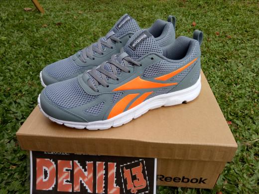 Jual sepatu running reebok run supreme cek harga di PriceArea.com 34b8f56864