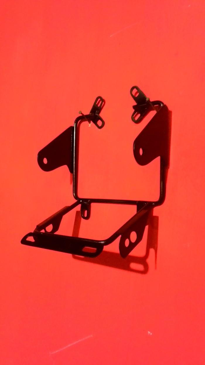 harga Braket lampu pesek megapro primus aksesoris lampu motor bonus stiker Tokopedia.com