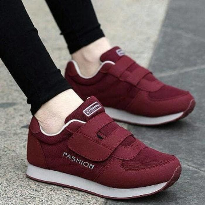 Jual Sepatu Sport Wanita Warna Merah Marun - Sneaker