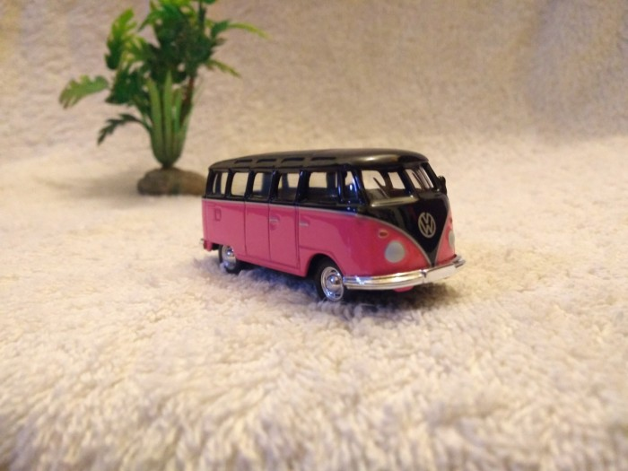 vw volkswagen pink greenlight loose