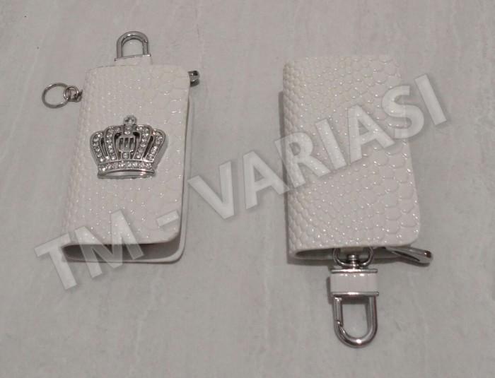harga Dompet kunci stnk mobil kulit logo mahkota swarovski putih Tokopedia.com