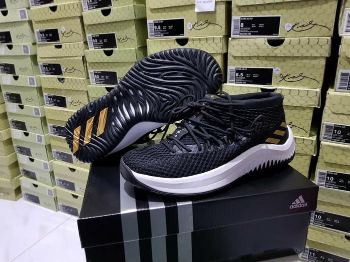 huge discount c2df9 d7439 sepatu basket adidas Dame 4 Lillard black gold