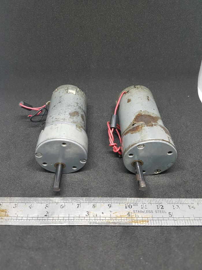 Foto Produk 1 pasang motor DC gearbox, 12VDC, merk Barber Rockford USA, 2 unit. dari UAV