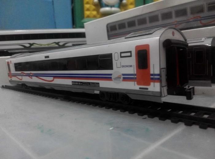 harga Miniatur kereta api - gerbong ekonomi new image 2016 kai skala 1:87 Tokopedia.com