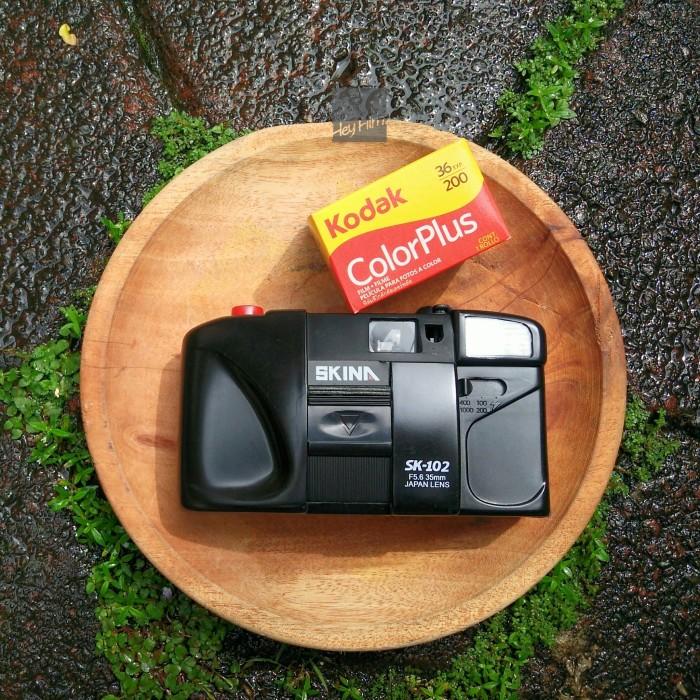 harga Skina sk-102 bonus kodak color plus 200 kamera pocket analog film Tokopedia.com
