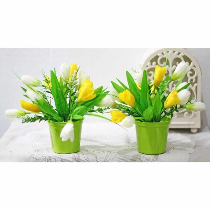 harga 1 set isi 2 pot + bunga plastik artificial tulip shabby chic 1  Tokopedia. f86bc2c9ad
