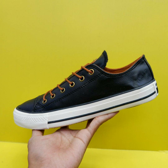 Jual Sepatu Converse Kulit   Kulit Classic hitam gold  713ac8fa39