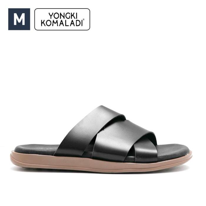 harga Sandal pria yongki komaladi kata black leather original Tokopedia.com