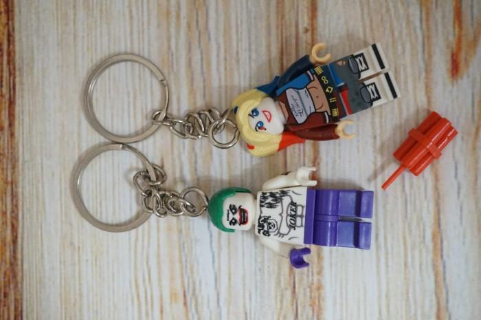 Foto Produk gantungan kunci joker harley quinn couple minifigure keychain mainan dari Pop Up