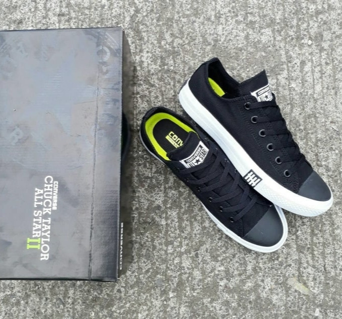 Sepatu Converse Undefeated Chuck Taylor 2 Black Sneakers - Original 70ec4d8092