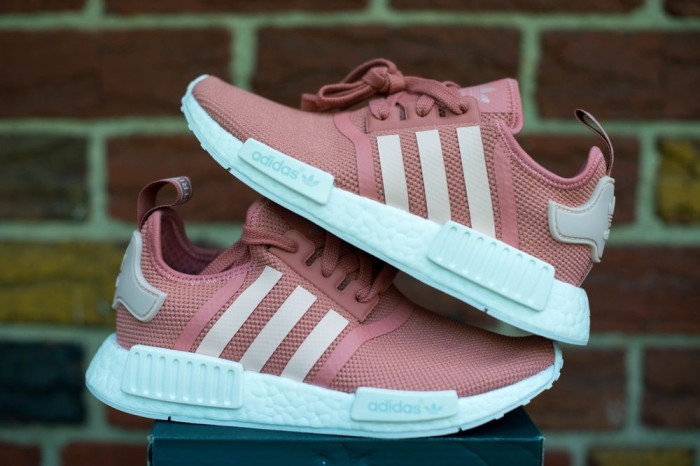 more photos 6e006 7591d NEW Sepatu Sneaker Sport Adidas NMD R1 Womens Raw Pink Salmon Premium