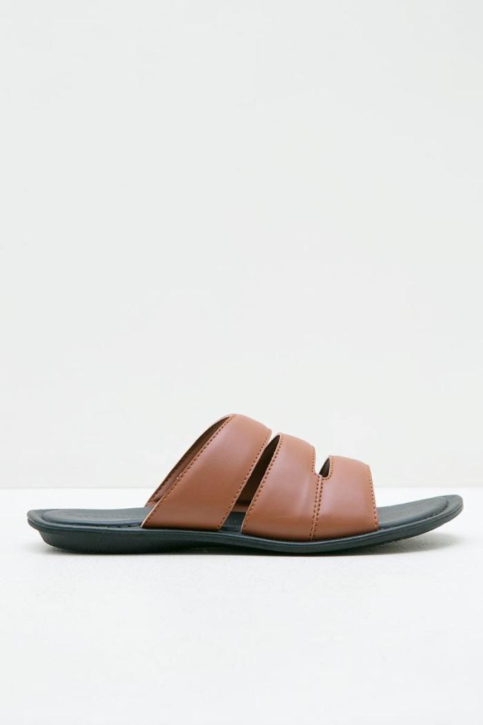 harga Sandal pria yongki komaladi men 42050020 sandal coklat Tokopedia.com